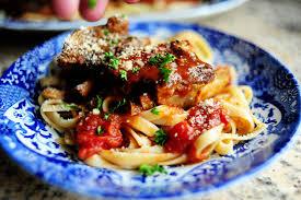 Sườn nướng xốt cà mềm thơm vị Ý nhờ lò nướng bánh mì