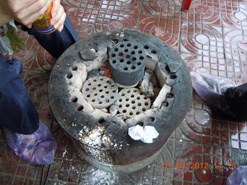 Mỗi bếp than là một lò phát sinh độc tố