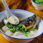 Lạ miệng mà ngon với món canh cá chép nấu đậu phụ