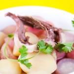 Thay đổi thực đơn với canh tim hầm củ cải đỏ bằng nồi nấu phở