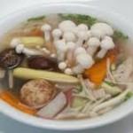 Nồi nấu phở giúp món canh chua nấm hải sản ngon và hấp dẫn hơn