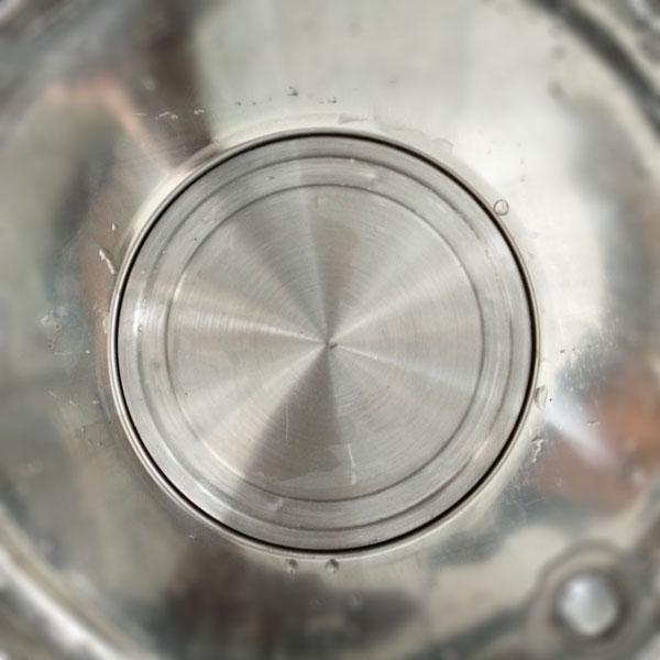 Cận cảnh đĩa nhiệt trên nồi nấu phở đời mới