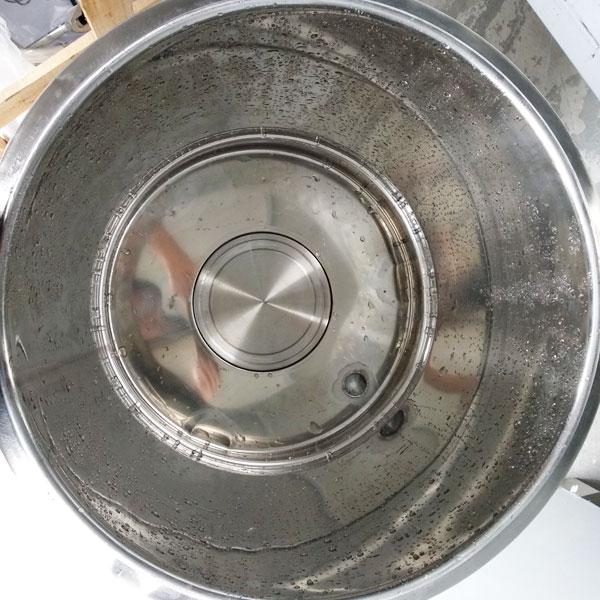 Khoang hầm xương nấu nước phở trên nồi phở điện 50 lít