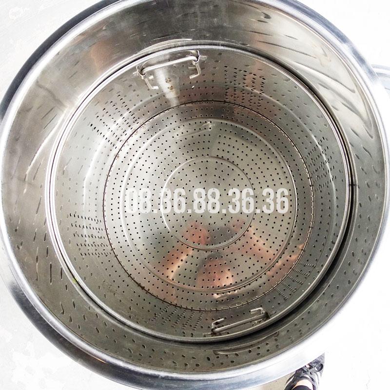 Giỏ hầm xương (hấp đồ) bên trong khoang nấu nồi điện nấu phở Bep36
